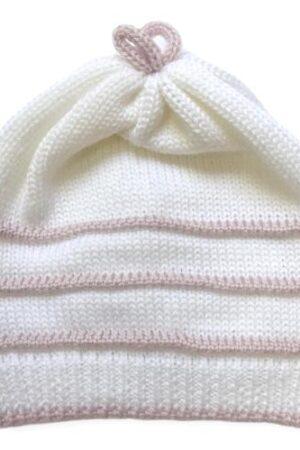 Cappellino panna con ricami rosa cipria per neonata realizzato in pregiata Lana Merinos.