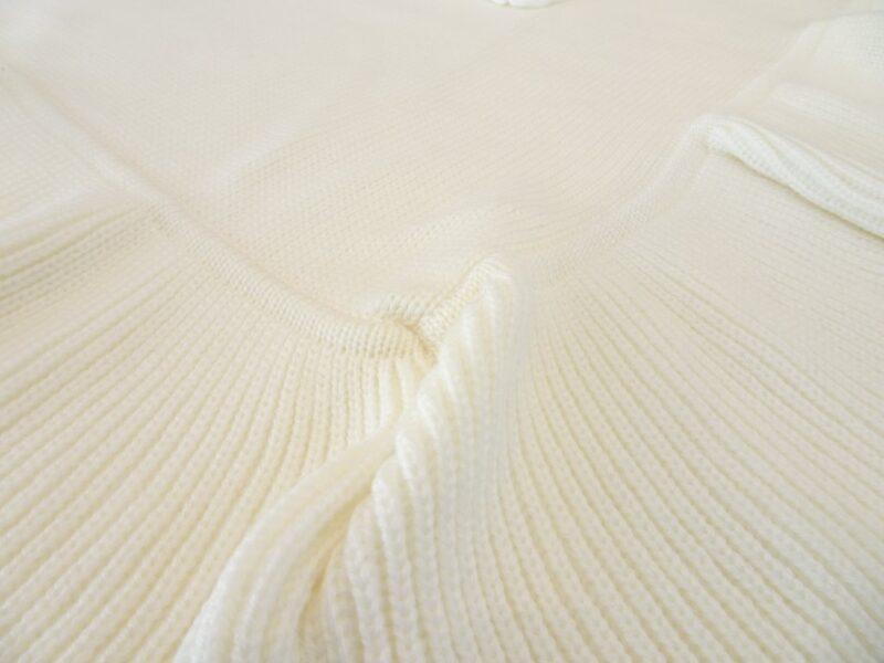 Copertina culla in lana merinos con applicazioni ricamate per neonata
