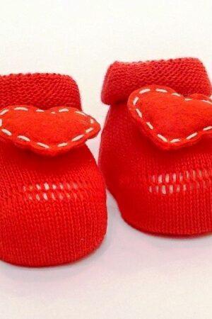Scarpine nascita rosse in lana con cuoricino applicato.